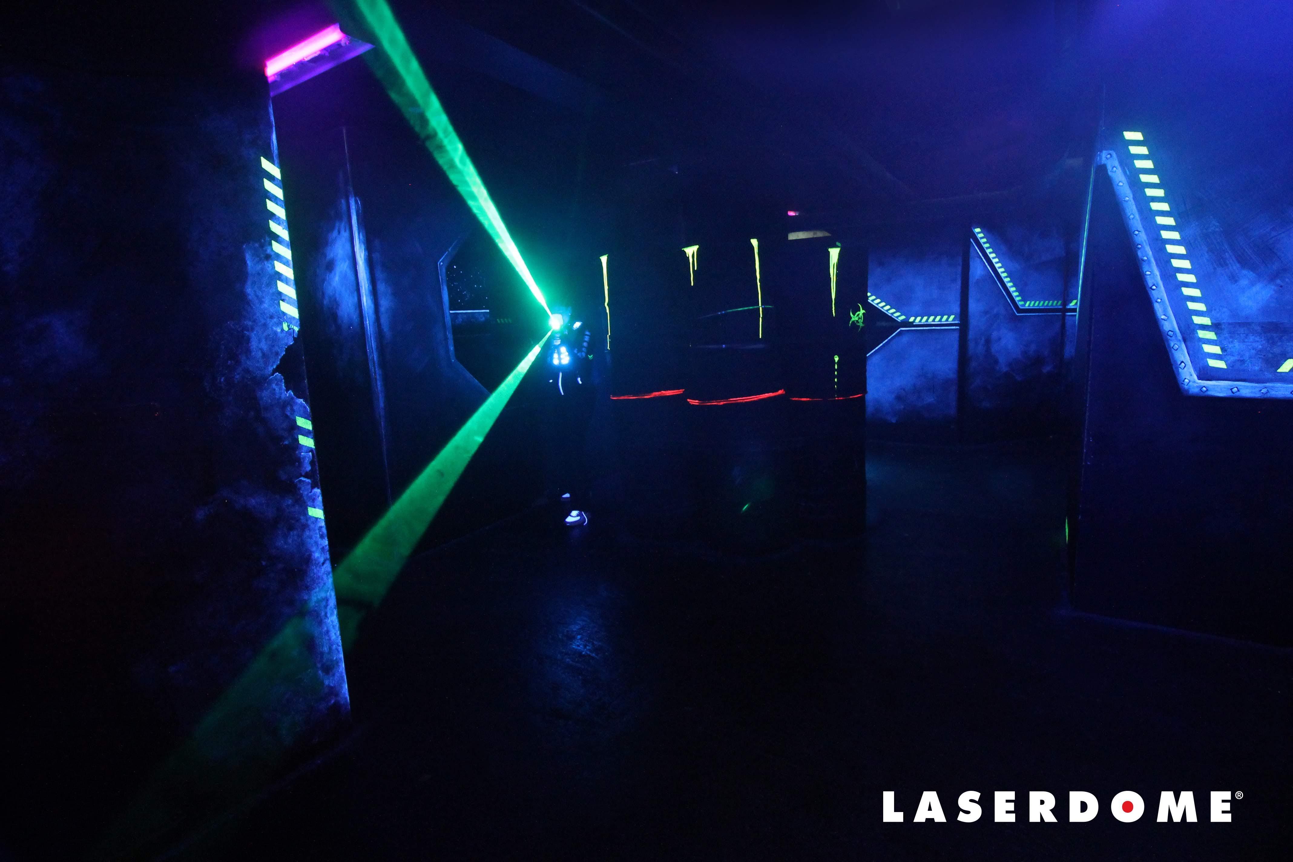 Laserstrålar från barnkalas på Laserdome